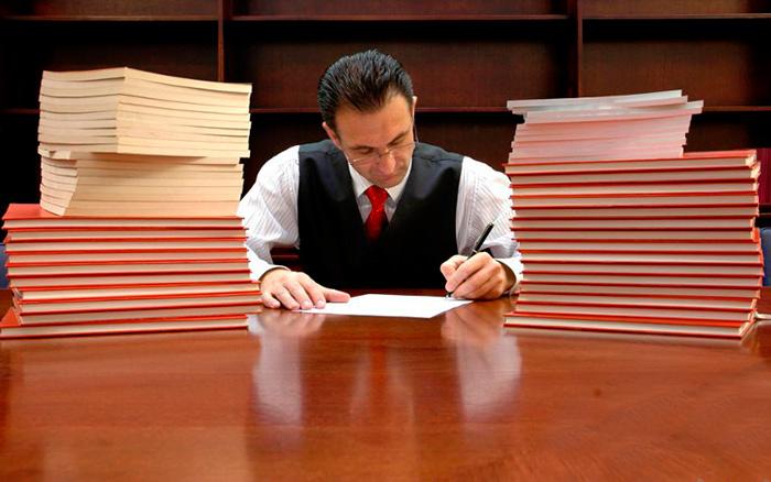 Профессиональный юрист поможет сформировать пакет документов при расчете пенсии