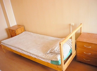 Кровать в пансионате для пожилых «Долголетие» в Зеленограде