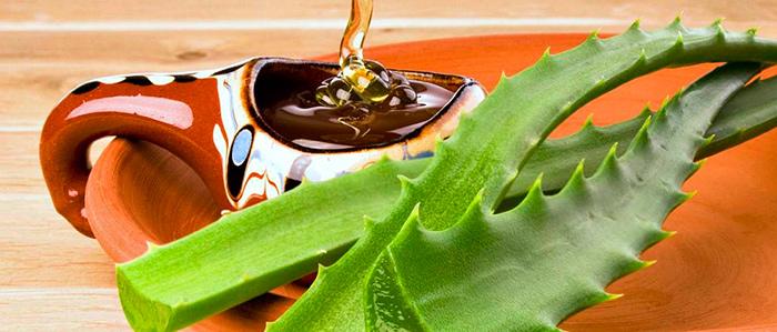Мякоть алоэ и натуральный мед для лечения гигромы колена