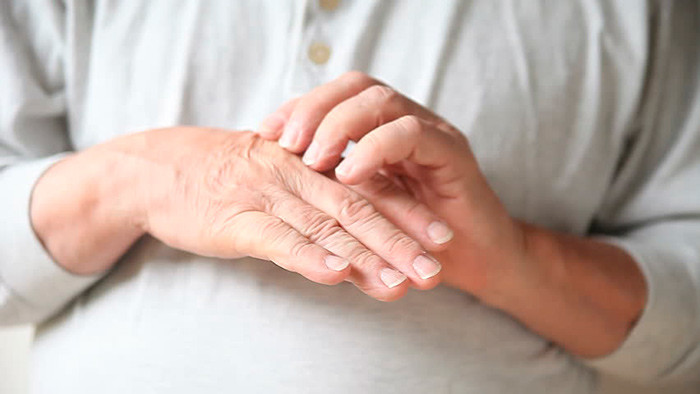 Гигрома на пальце руки: причины появления и лечение народными средствами