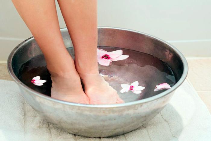 Солевые ванночки для лечения гигромы стопы