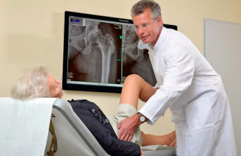 Какой врач лечит гигрому: хирург, травматолог или ортопед?