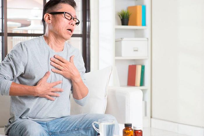 Значительные болевые ощущения при миозите мышц грудной клетки