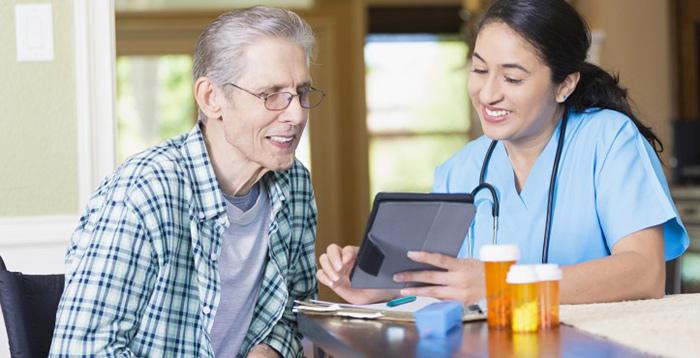 В пожилом возрасте человек принимает большое количество лекарств