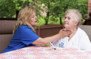 Восстановление речи после инсульта: что необходимо знать родным больного