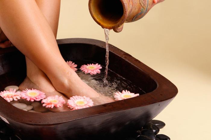 Антисептические ванночки помогут при лечении вросшего ногтя