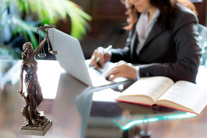 Можно воспользоваться помощью профессионалов – обратиться в юридическую фирму