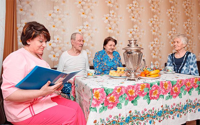 Досуг жителей в пансионате для пожилых людей «Сердца поколений» в Малаховке