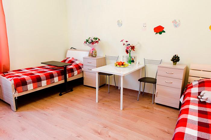 Двухместный номер постояльцев в пансионате для пожилых людей «Сердца поколений» в Малаховке
