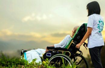 Пенсия опекунам инвалидов: размеры и способ выплат пособия попечителям