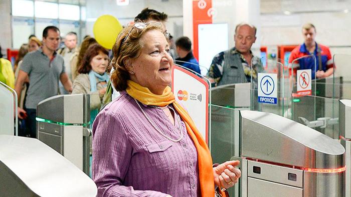 Льготный проезд пенсионера в метро Москвы