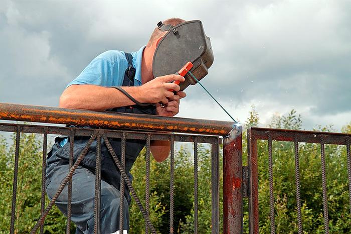 Работа сварщиком - повышает нагрузку на глаза