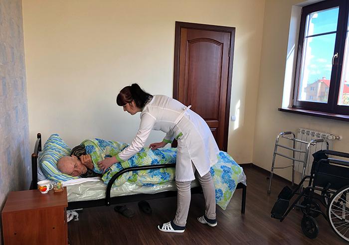 Уход за постояльцами в пансионате для пожилых «Родной Дом»