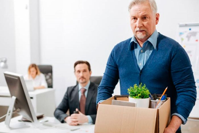 Увольнение пенсионера по собственному желанию: сроки и необходимые документы для процедуры
