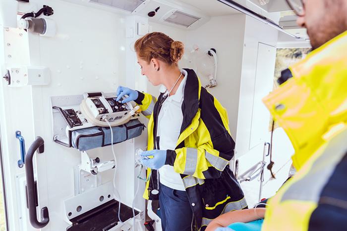 Работники скорой помощи имеют право на оформление пенсии по выслуге лет