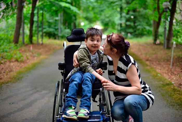Уход матерью за ребенком инвалидом