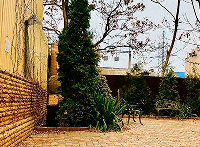 Двор пансионата для пожилых «Родительский дом»