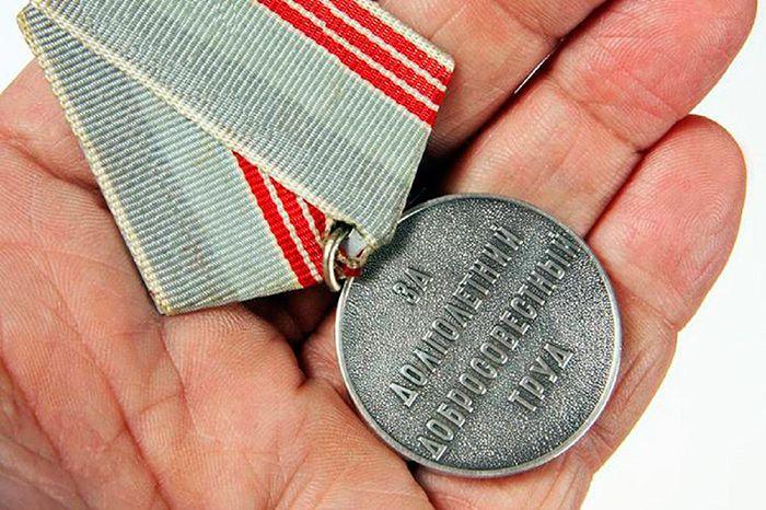 Получение звания ветеран труда в 2019 году: необходимые документы и полный список наград