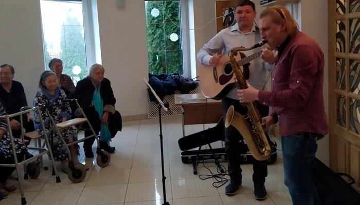 Концерт для постояльцев в частном пансионате для пожилых людей «Тепло любимых» Большой Тростинец (Минск)